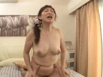 五十路_介護士_美熟女_中出し_adaruto動画08