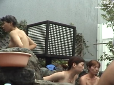 露天風呂_熟女おばさん_盗撮_裸体_adaruto動画01