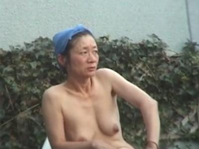 露天風呂_熟女おばさん_盗撮_裸体_adaruto動画04