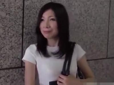 若妻_不倫_セックス_パイ射_adaruto動画01
