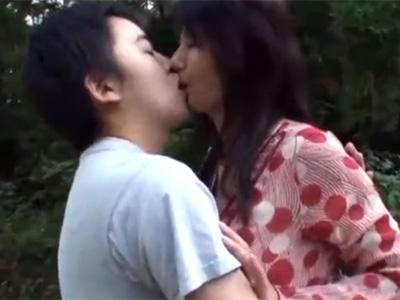 近親相姦_五十路母親_野外セックス_adaruto動画02