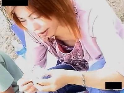 胸チラ盗撮_子連れママ_おっぱい谷間_adaruto動画01