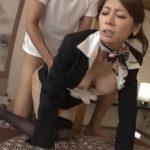 【コスプレadaruto熟女動画】50代母親がCA時代の制服姿を披露…息子の友達は性欲を抑え切れない!