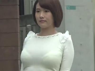 盗撮_着衣巨乳_透けブラ_美人妻_adaruto動画04