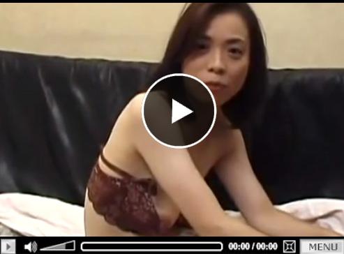 【40代無修正adaruto熟女動画】大人しくお淑やかな巨乳奥さんが日頃の欲求不満を発散するかのように乱れる!