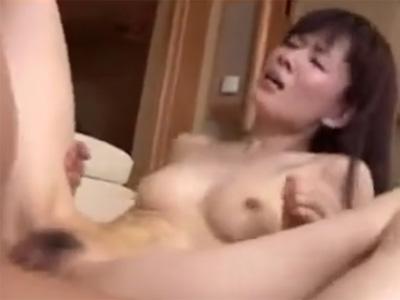 五十路_初撮り_熟女_おばさん_パイ射_adaruto動画07