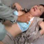 【美人妻レイプadaruto熟女動画】何故誰も助けてくれないの!?平和に暮らす巨乳妻に襲い掛かる悲劇…マンコをかき回され絶句!